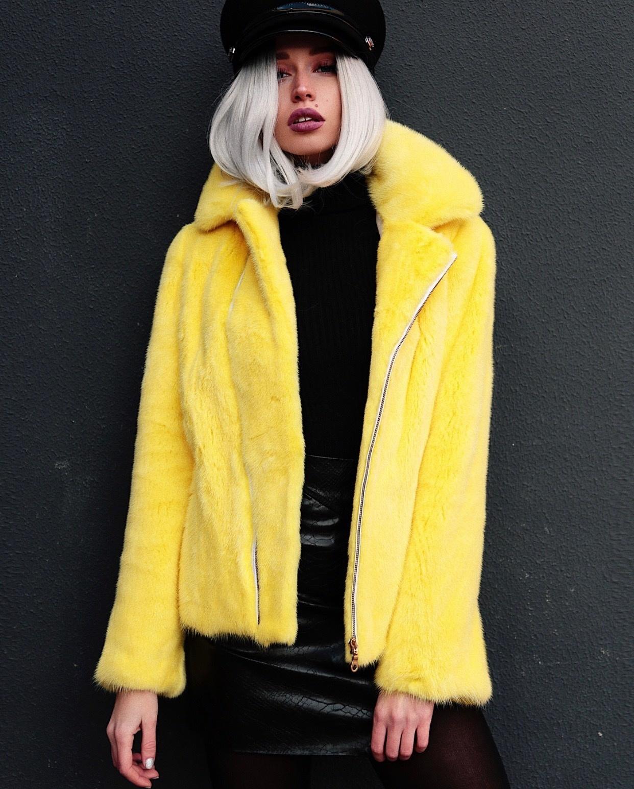 Норковые куртки косухи Желтая куртка-косуха из норки