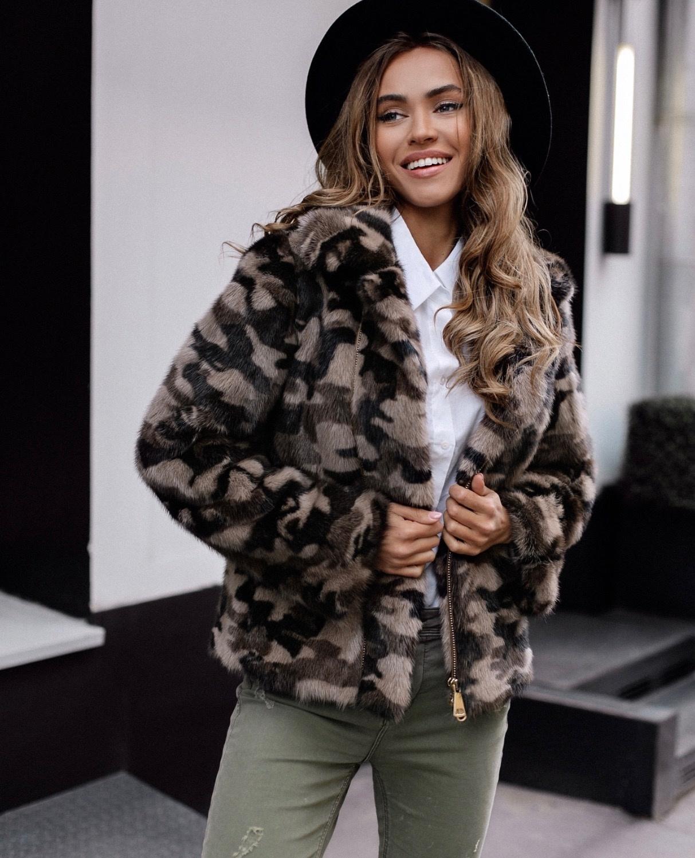 Норковые куртки косухи Коричневая куртка-косуха с камуфляжным принтом