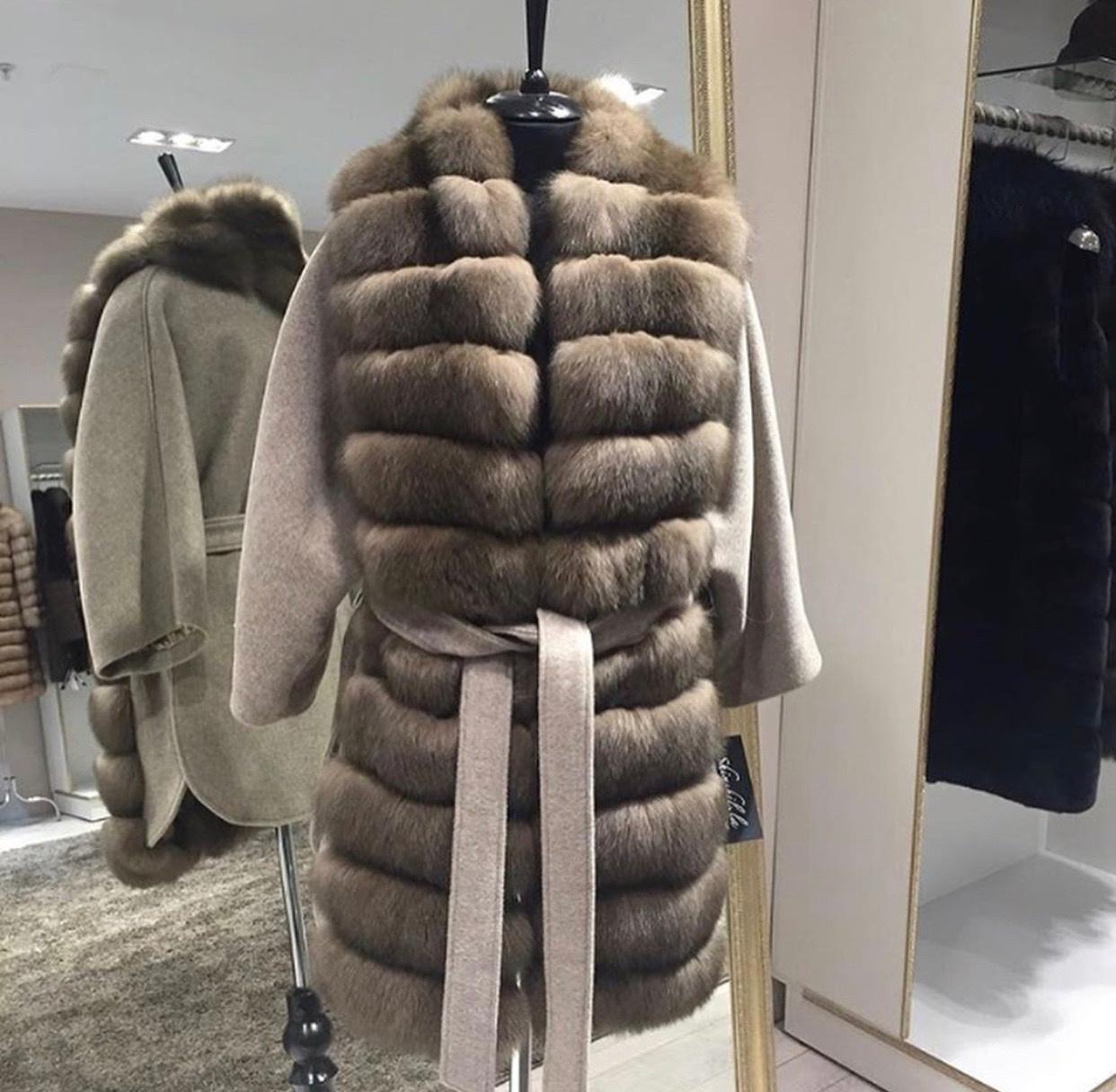 Кашемировые пальто Серое пальто со светло-коричневым мехом из песца